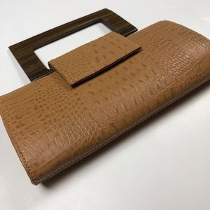 Zina Eva Tan Purse with Brown Wooden Handle